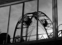 Thorsten Lasrich - Spiegelung des Riesenrads im Fenster